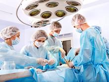 врачи оперируют